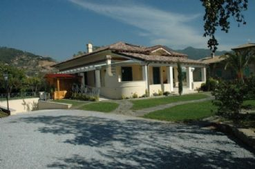 Wonderful villa with pool and garden for rent Forte dei Marmi