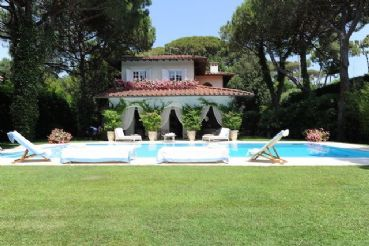 Beautiful villa in Forte dei Marmi just 100 m from the sea
