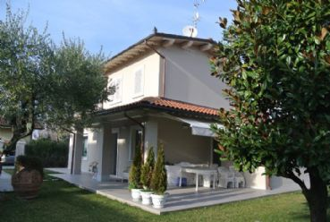 Beautiful newly detached villa for rent Forte dei Marmi