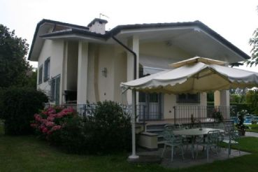 : Detached villa To rent  Forte dei Marmi