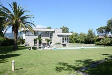 : Detached villa To rent  Marina di Massa