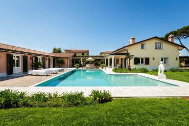 Villa for rent in Forte dei Marmi with swimming pool