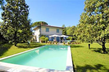 Villa with swimming pool in Roma Imperiale, Forte dei Marmi
