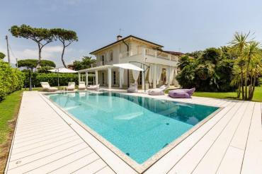 Newly built villa on the seafront of Forte dei Marmi
