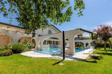 Beautiful villa for rent in Forte dei Marmi