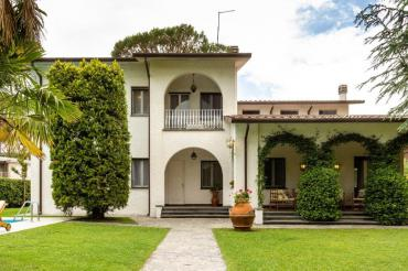 Villa in Forte dei Marmi with swimming pool and garden