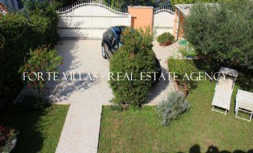 Semi detached villa in Forte dei Marmi