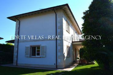 Single villa for rent in the quiet area of Forte dei Marmi
