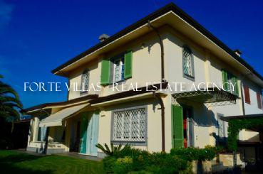 Beautiful semi-detached villa for rent in Forte dei Marmi