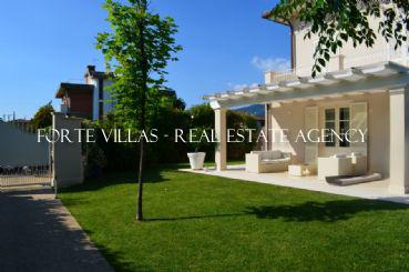 New villa for rent in the center of Forte dei Marmi