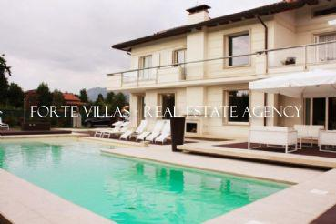 Beautiful villa for rent in Forte dei Marmi Vittoria Apuana