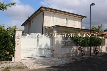 : Two-family house To rent  Forte dei Marmi