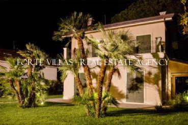 : Single villa For sale  Forte dei Marmi