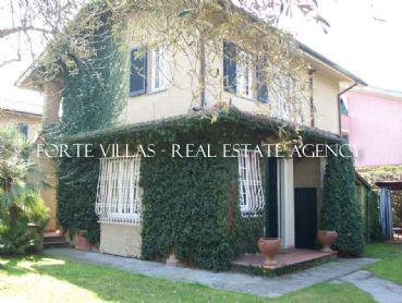 : Detached villa For sale  Forte dei Marmi