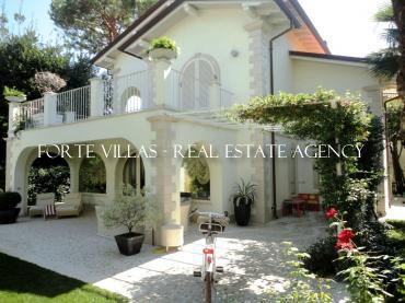 Luxury detached house for rent in Forte dei Marmi