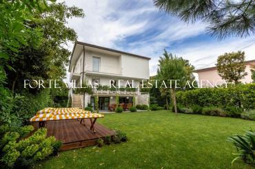 Villa for rent in Forte dei Marmi with a small swimming pool