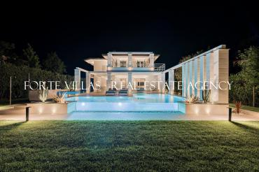 Wonderful luxury villa for rent in Forte dei Marmi with heated pool