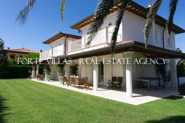 Single villa for rent in Forte dei Marmi