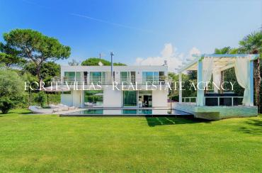 Beautiful villa for rent in Ronchi 5 km from Forte dei Marmi