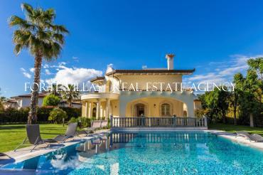 Newly built villa in Forte dei Marmi with heated pool