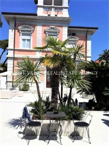 Villa in excellent condition with small pool  in Forte dei Marmi