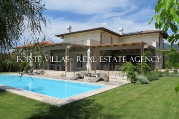 Beautiful villa in Vittoria Apuana Forte dei Marmi with pool and garden